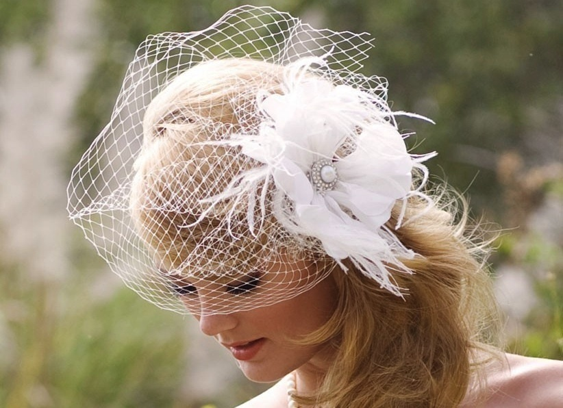 Romantic-bridal-headpiece-with-feather-flower-with-blusher.full