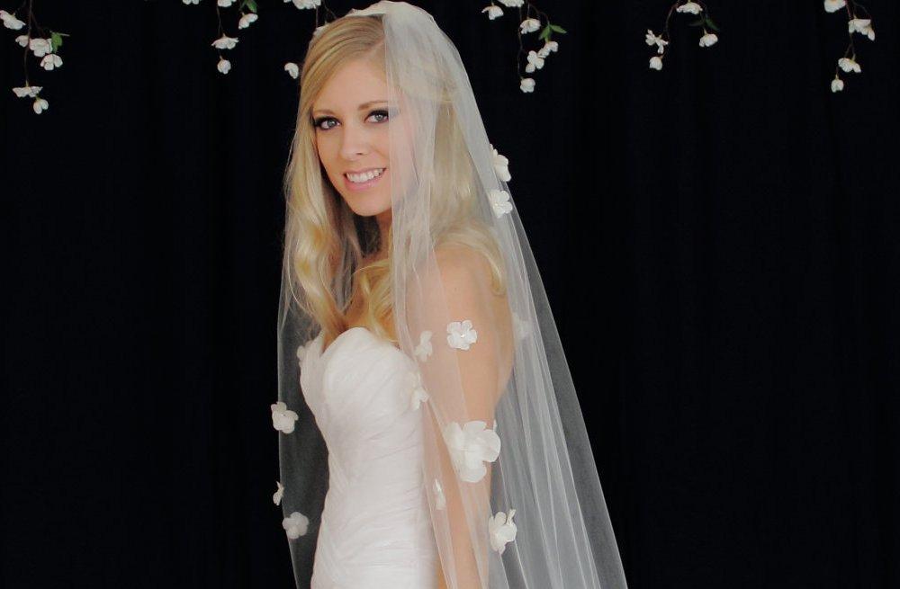 Petal-adorned-classic-wedding-veil.full