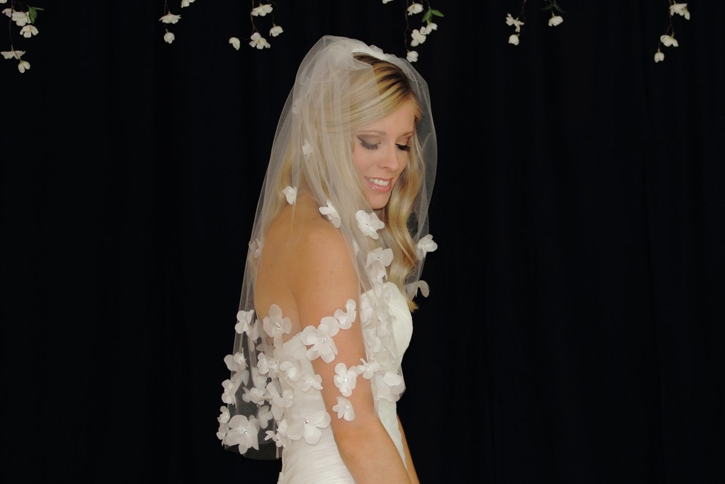 Clusters-of-petals-line-romantic-wedding-veil.full