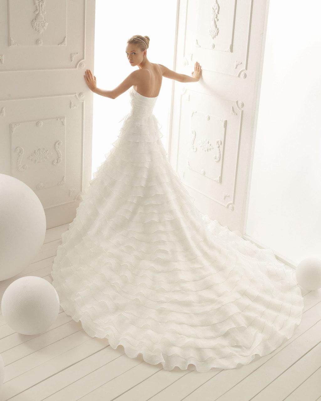 Aire-barcelona-wedding-dress-2013-vintage-bridal-collection-verona.full