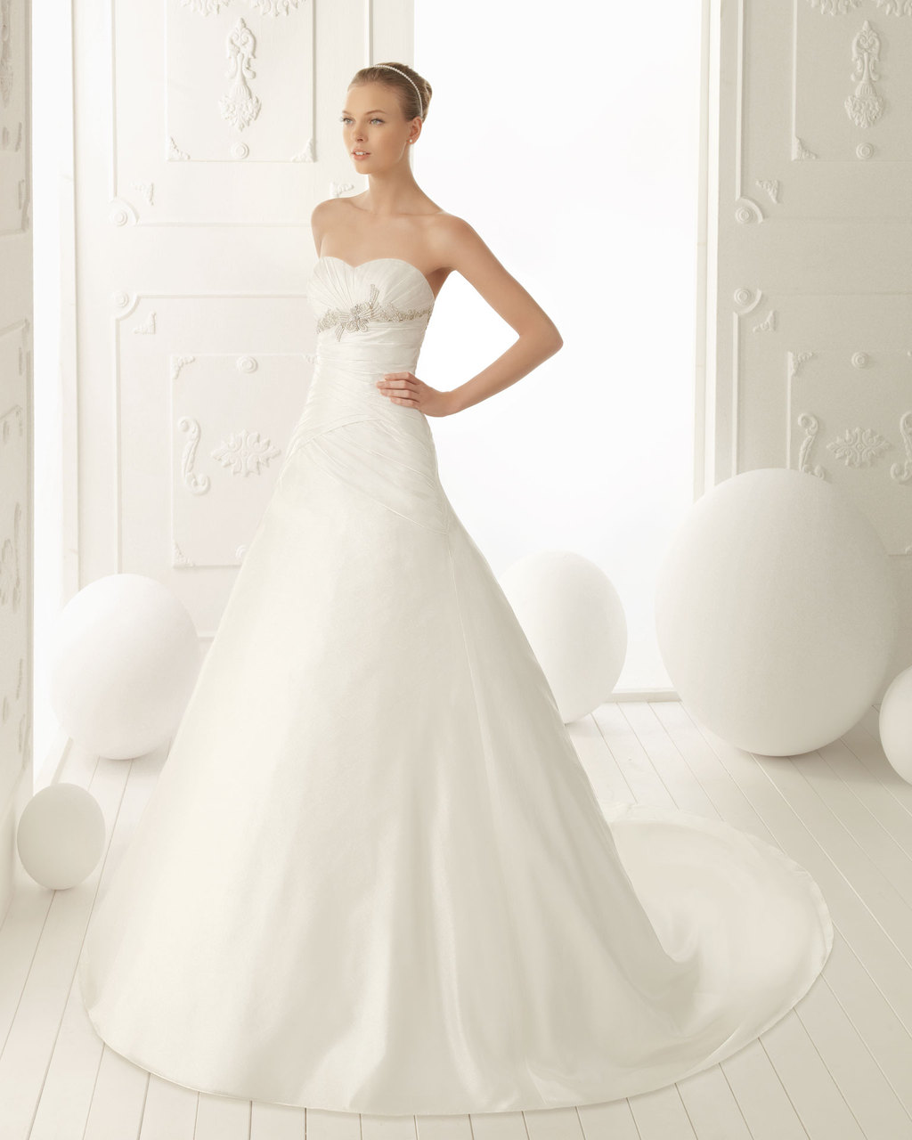 Aire-barcelona-wedding-dress-2013-vintage-bridal-collection-vela.full