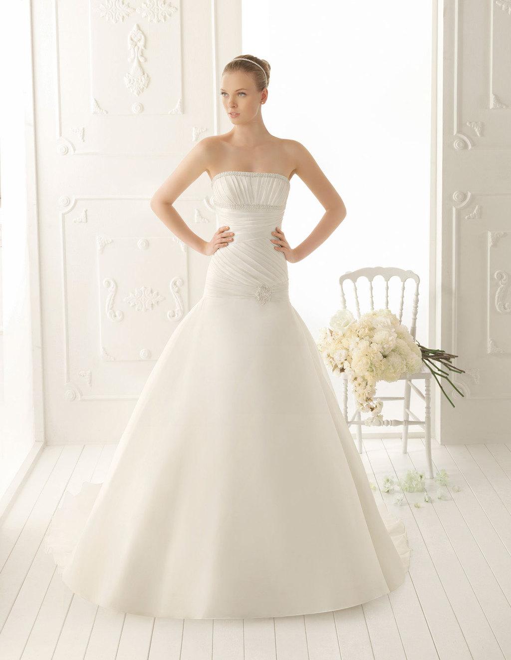 Aire-barcelona-wedding-dress-2013-vintage-bridal-collection-vega.full
