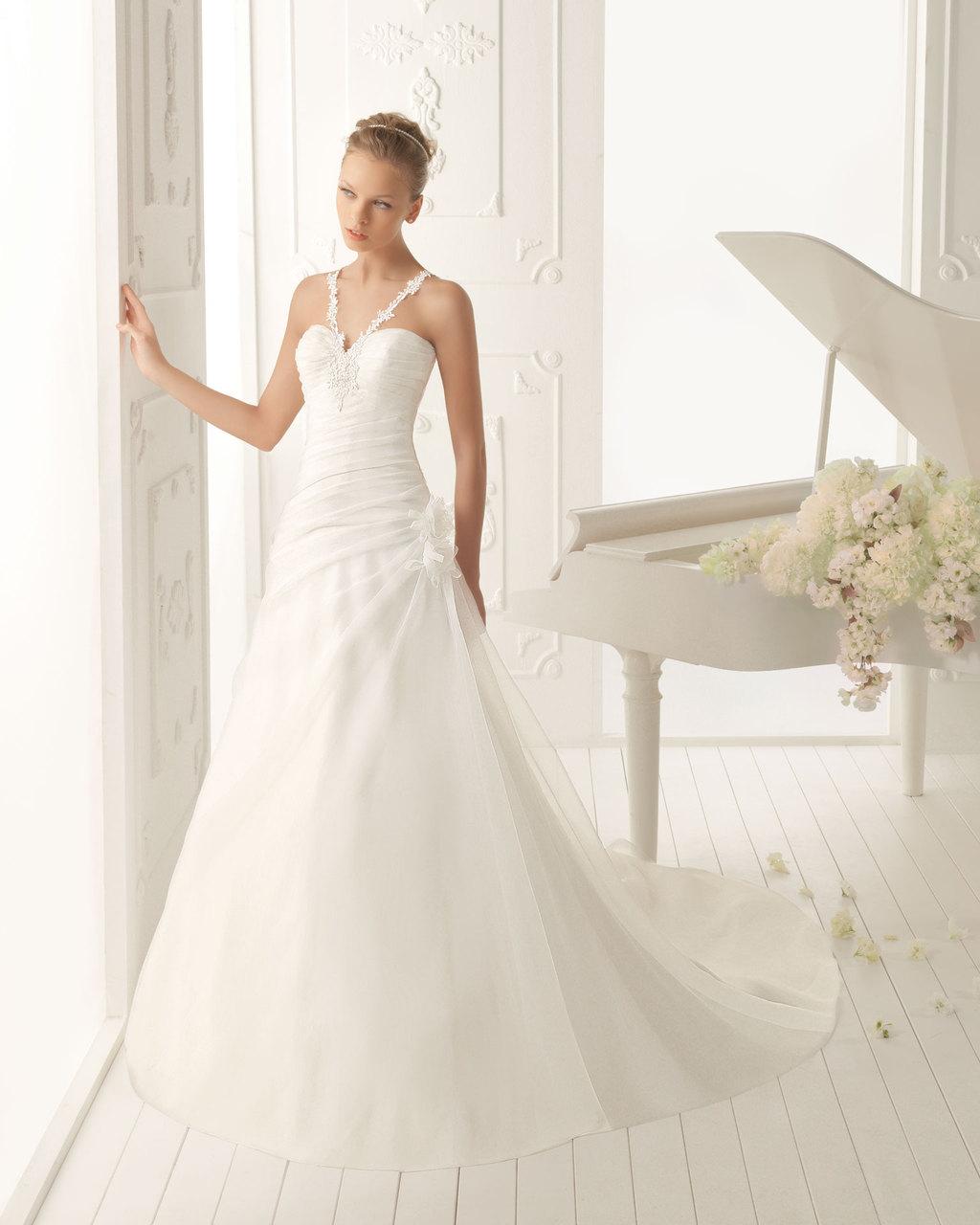 Aire-barcelona-wedding-dress-2013-vintage-bridal-collection-varsovia.full