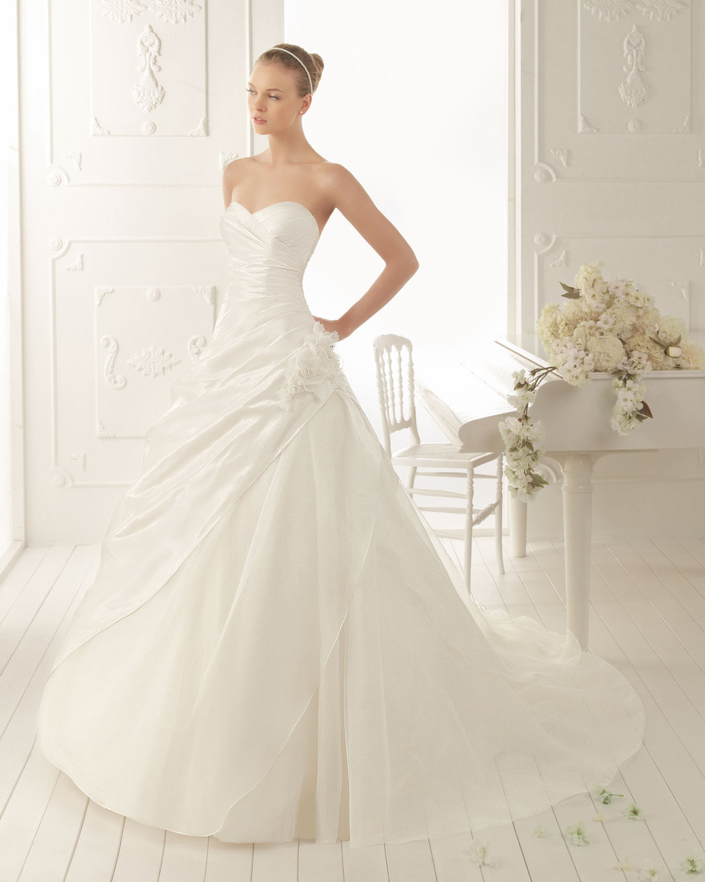 Aire-barcelona-wedding-dress-2013-vintage-bridal-collection-vals.full