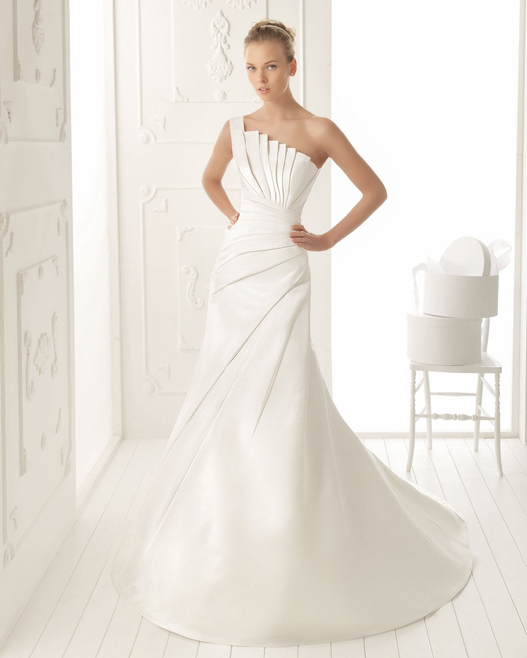 Aire-barcelona-wedding-dress-2013-vintage-bridal-collection-valle.full