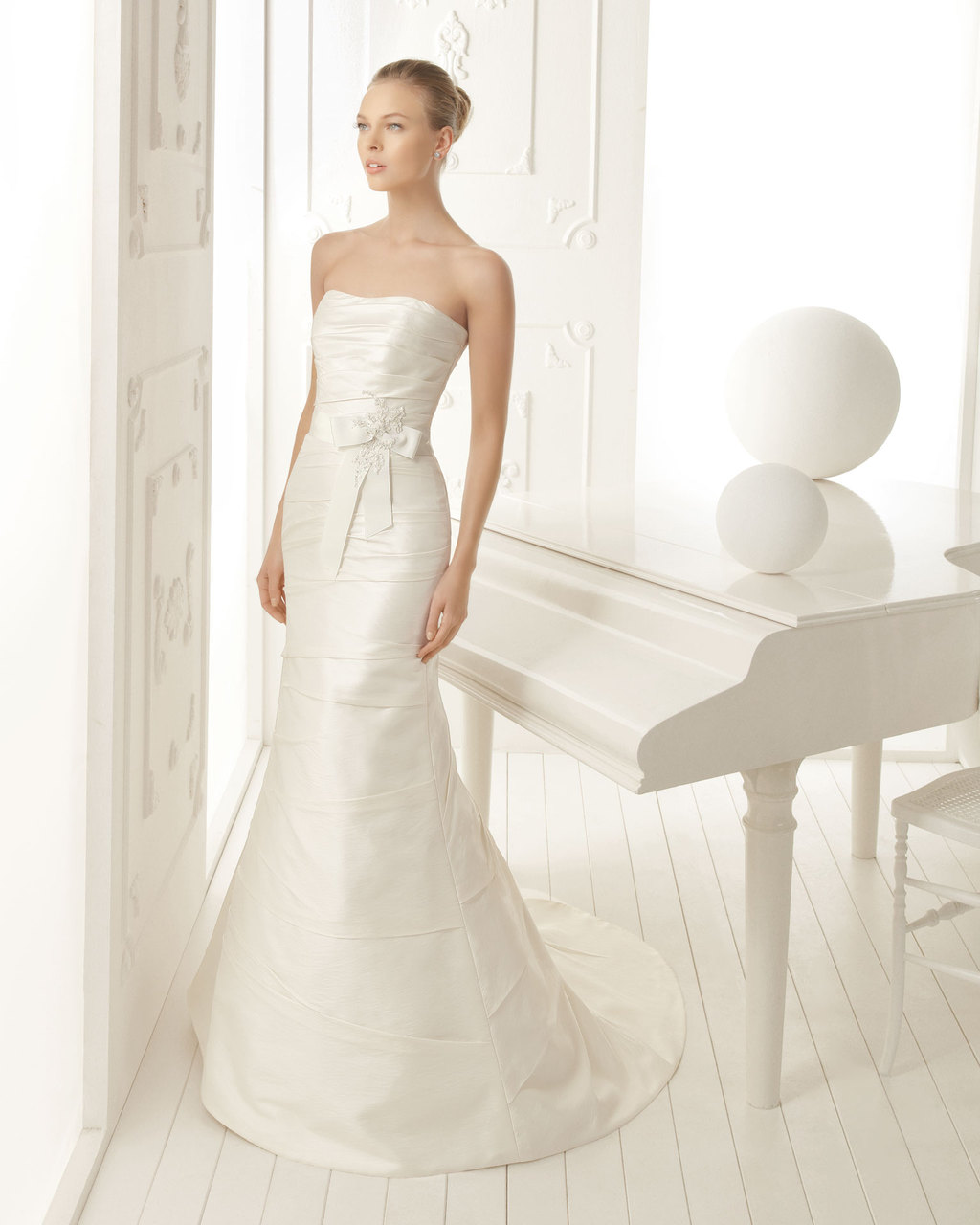 Aire-barcelona-wedding-dress-2013-vintage-bridal-collection-valery.full