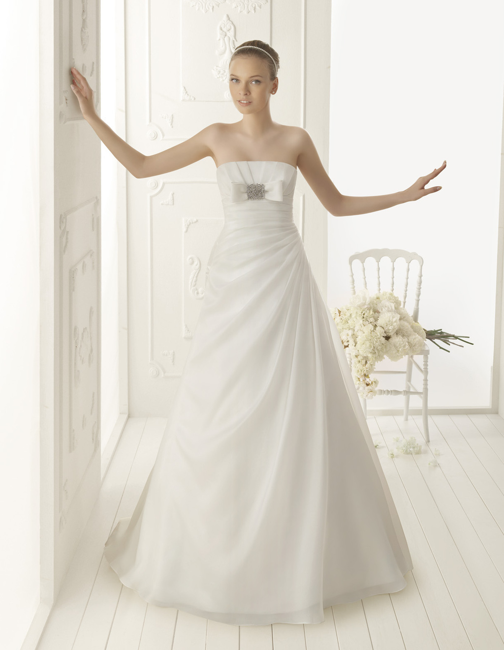 Aire-barcelona-wedding-dress-2013-vintage-bridal-collection-vainilla.full