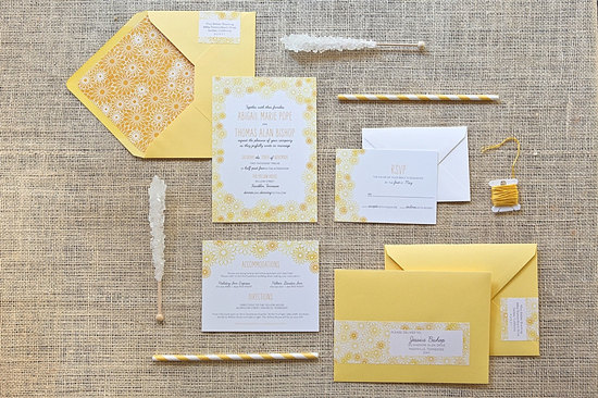 white and yellow daisy wedding invitations - Daisy Wedding Invitations