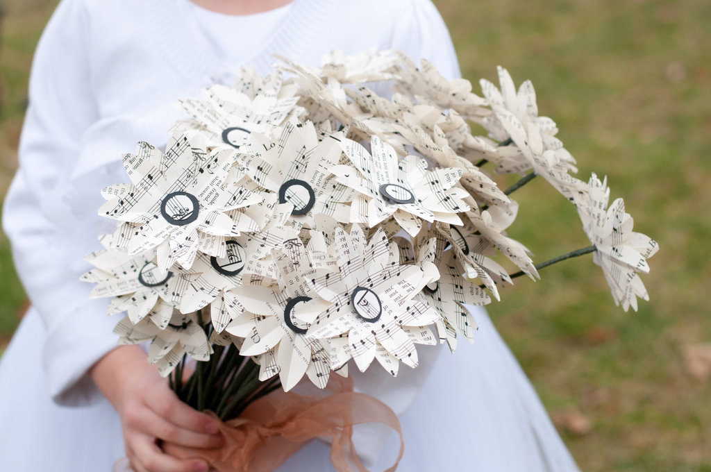 Handmade-paper-daisies-for-spring-weddings.full