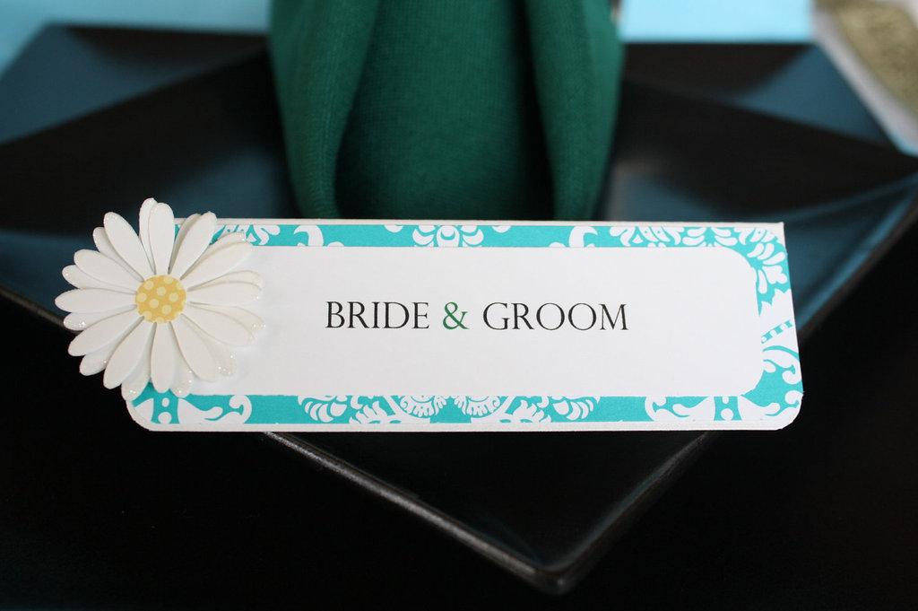 White-aqua-yellow-daisy-wedding-escort-cards.full