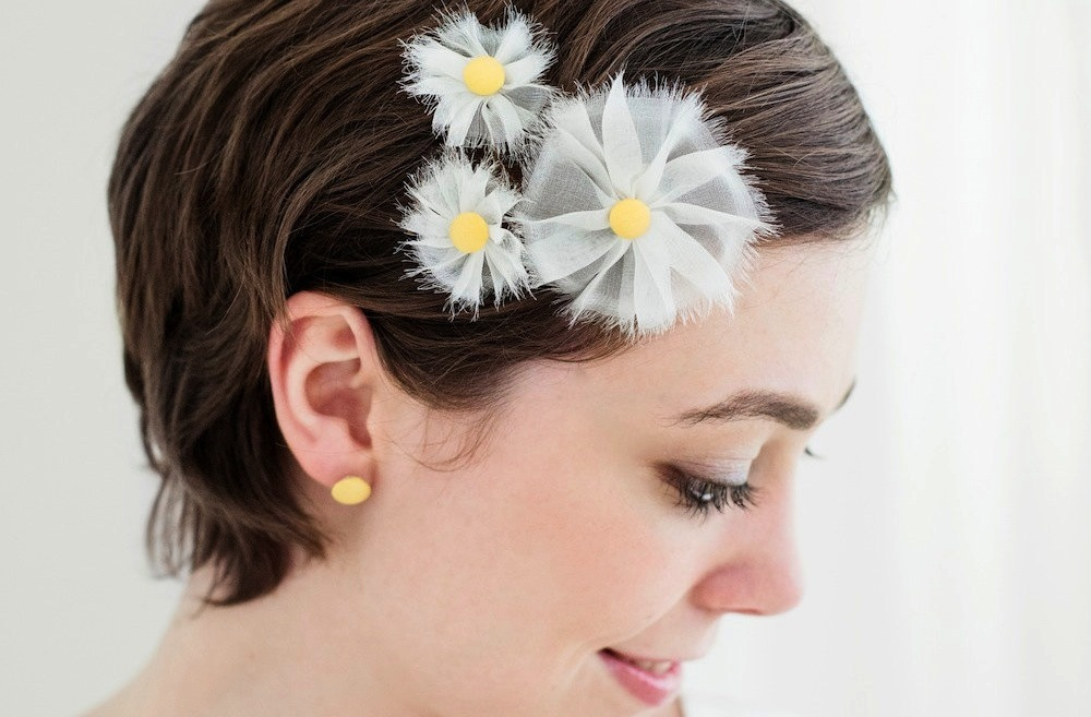 White-and-yellow-daisy-inspired-wedding-hair-accessories.full