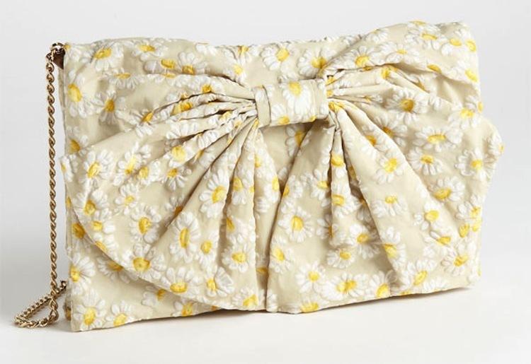 Romantic-wedding-accessories-daisy-clutch.full