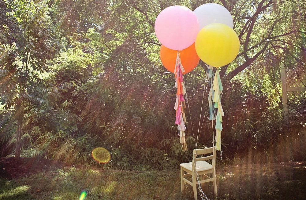 Outdoor-wedding-decor-balloons.full