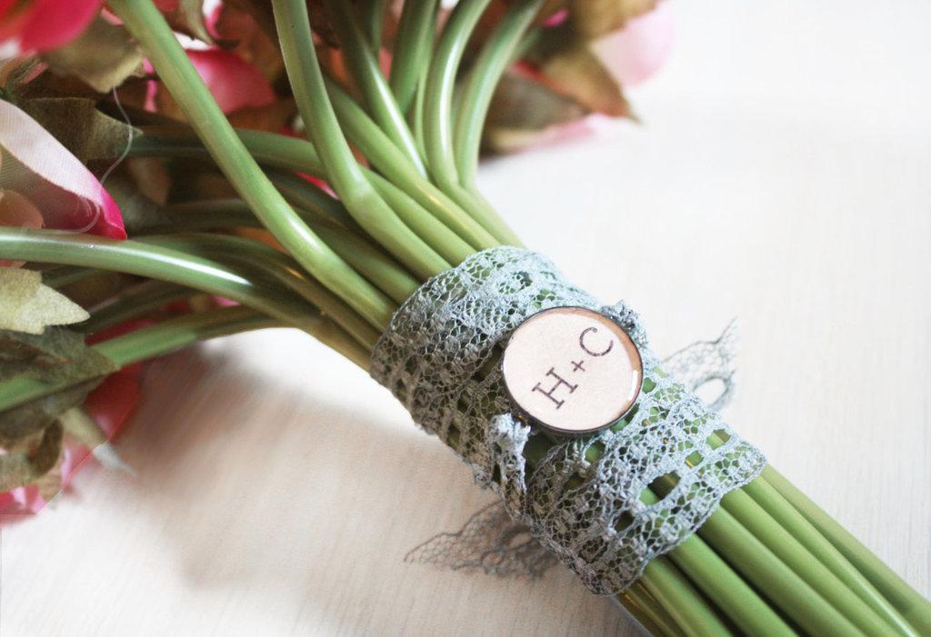 Bridal-bouquet-charm-with-custom-monogram.full