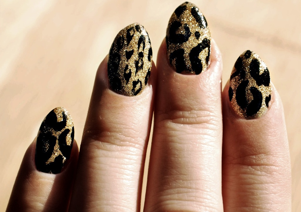Wild wedding manicure black gold glitter