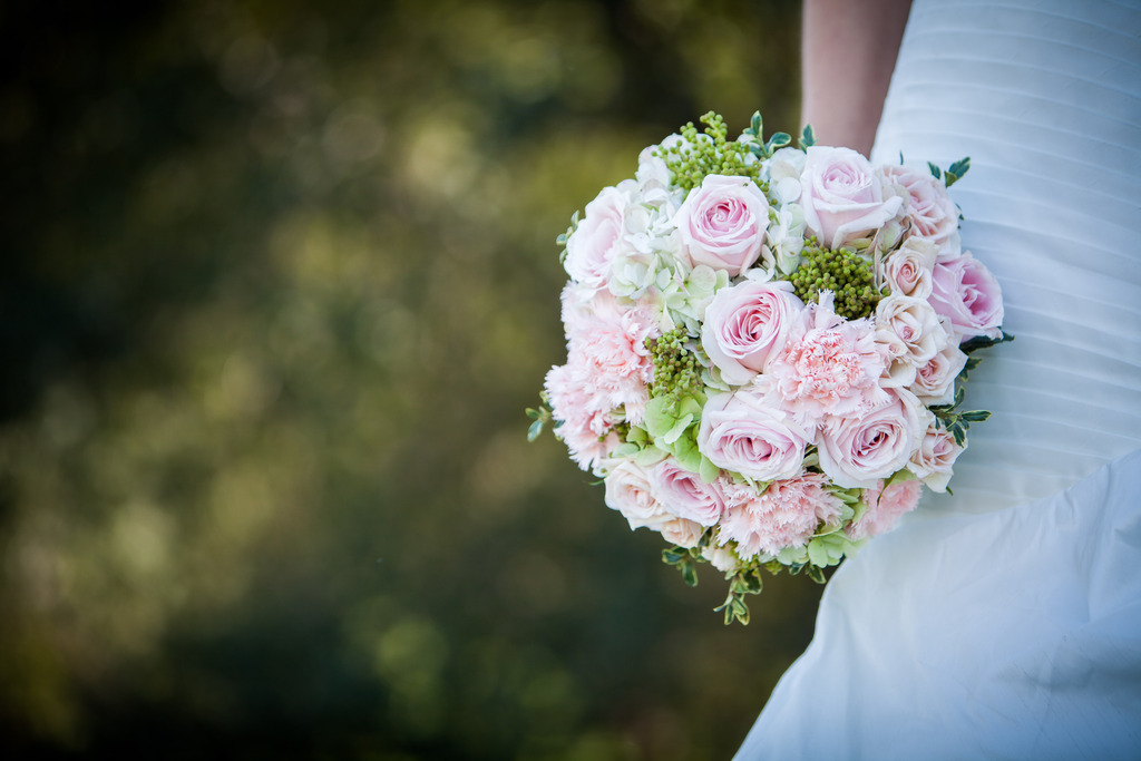 Classic-bridal-bouquet-of-light-pink-roses.full