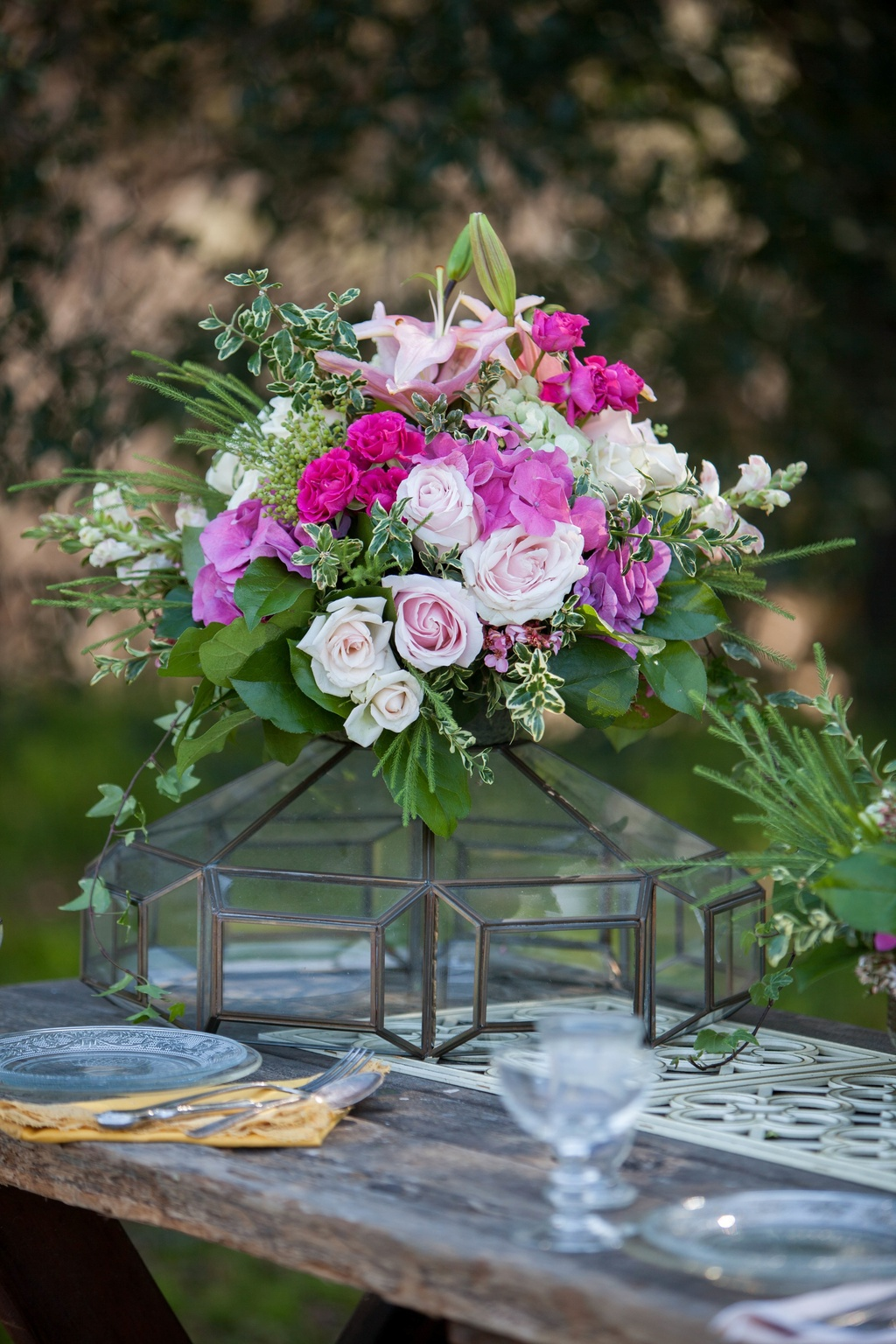 Pink-rose-and-orchid-romantic-wedding-centerpiece.full