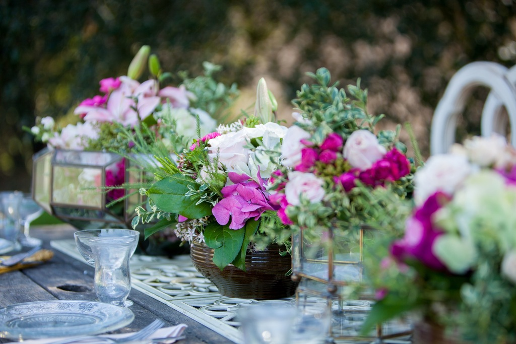 Romantic Table Setting Flowers