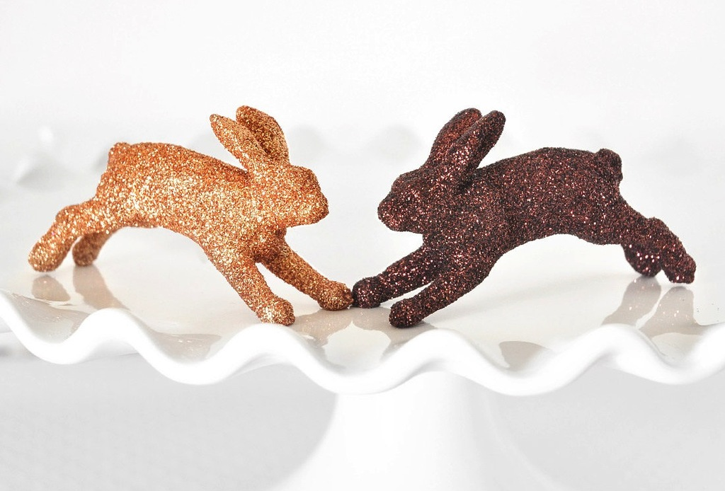 Gold-and-copper-bunnies-for-wedding-cupcakes.full