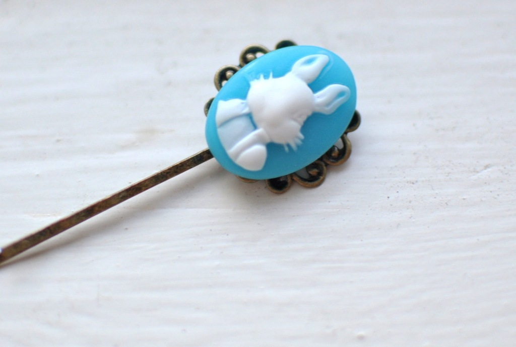 Something-blue-hair-pin-for-easter-brides.full