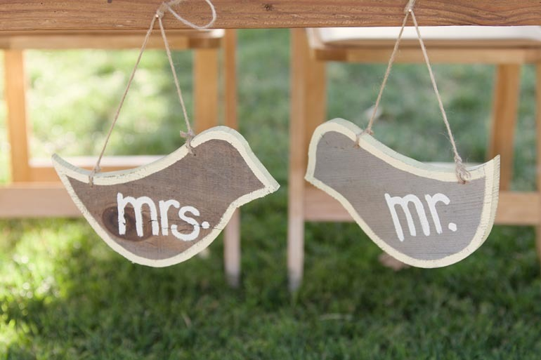 Mr-and-mrs-wedding-signs.full