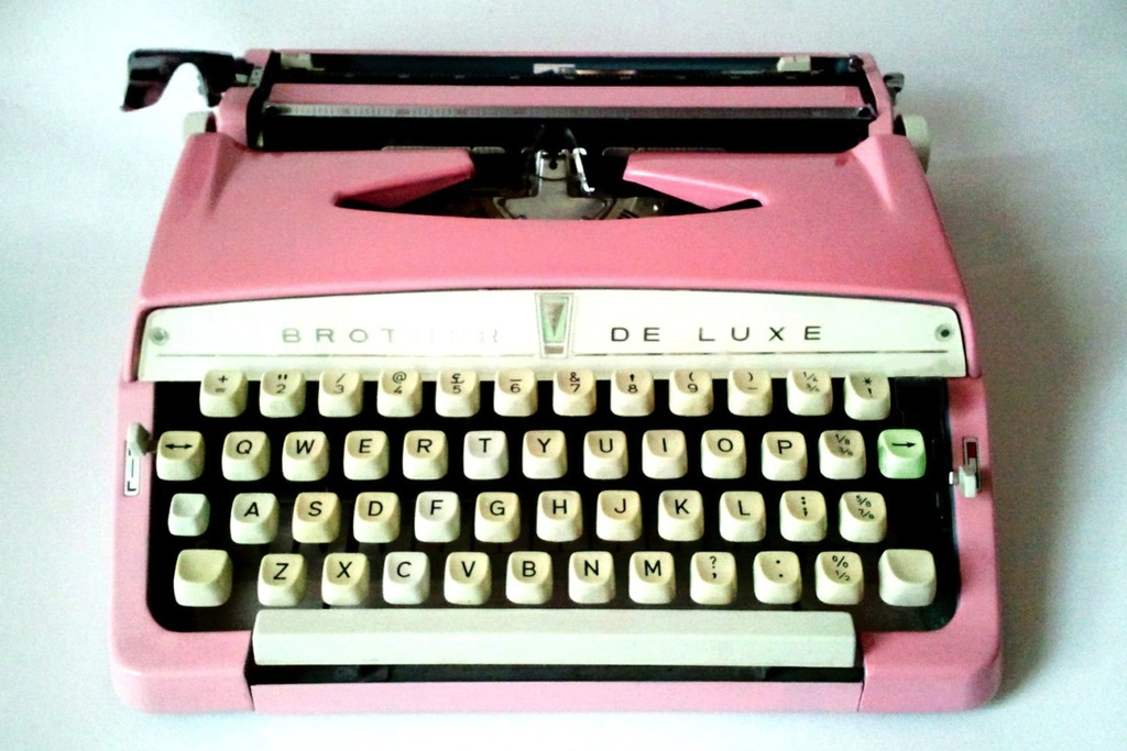 Pink-vintage-type-writer.full