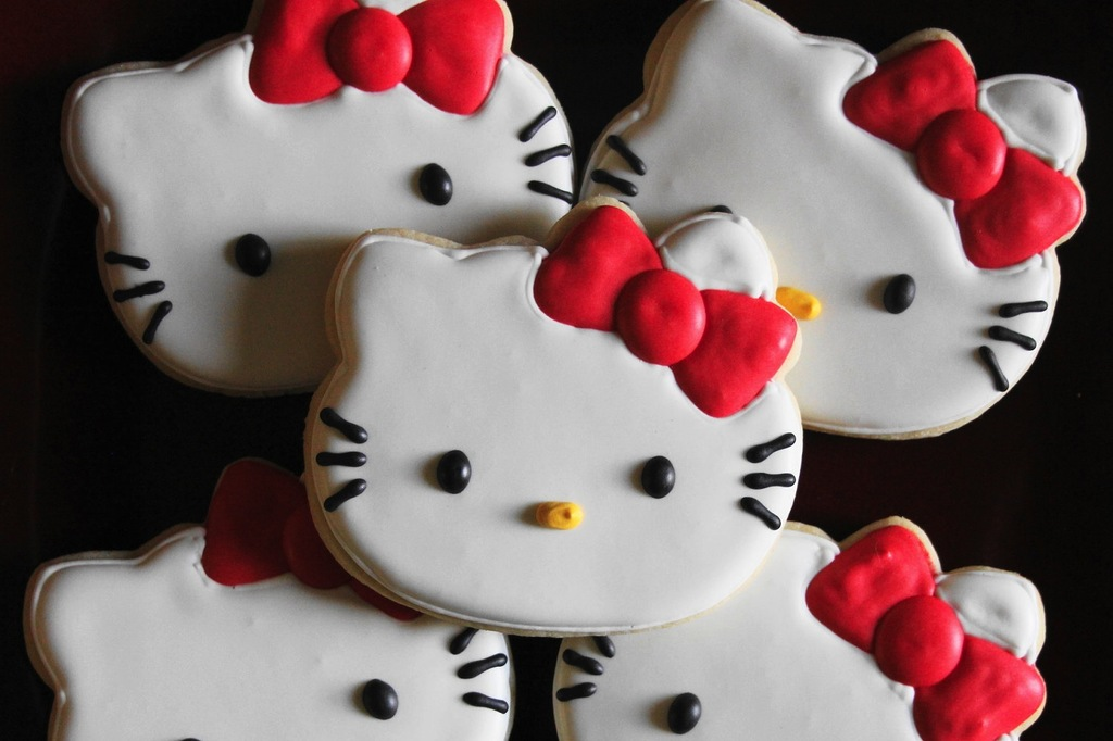 Hello-kitty-cookies-for-wedding-guest-favors.full