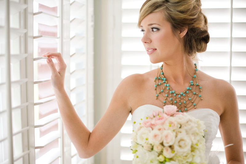 Beautiful bride wears statement necklace turquoise and gold