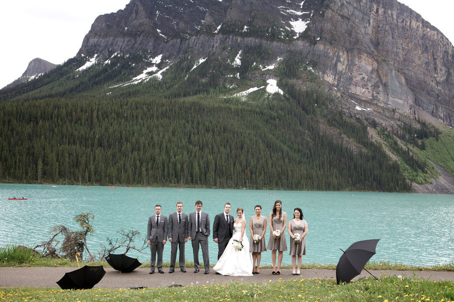 Picturesque-backdrop-for-outdoor-wedding-reception.full