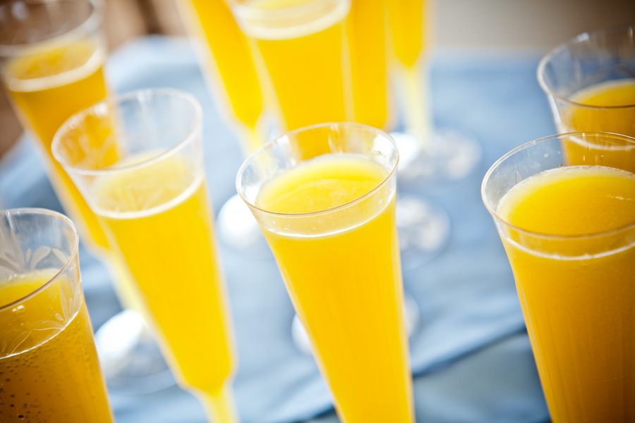 Bright-mimosa-signature-wedding-drinks.full