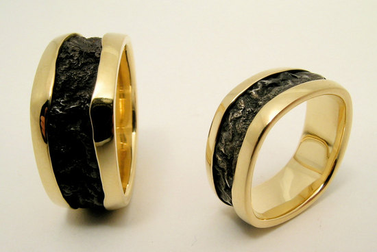 Flowy black and gold wedding bands