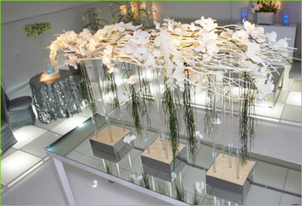 Contemporary Silver And White Decor Flowers Tablescapes