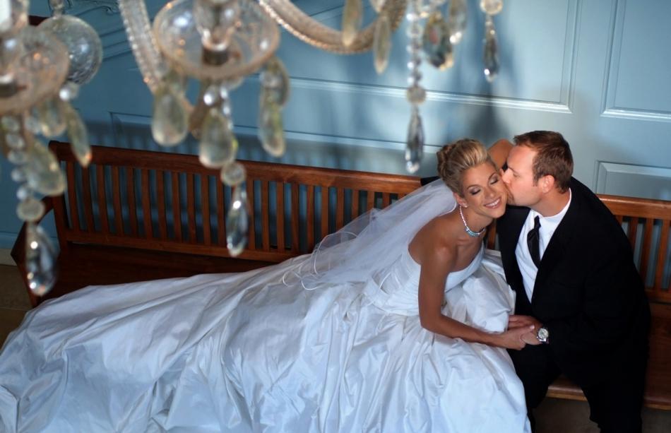 Featured_wedding_stolen_kiss.full