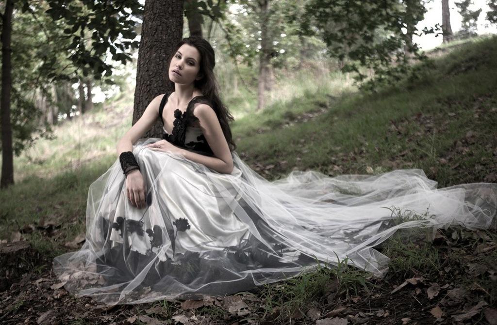 Mariana-hardwick-wedding-dress-2013-bridal-primrose-noir.full