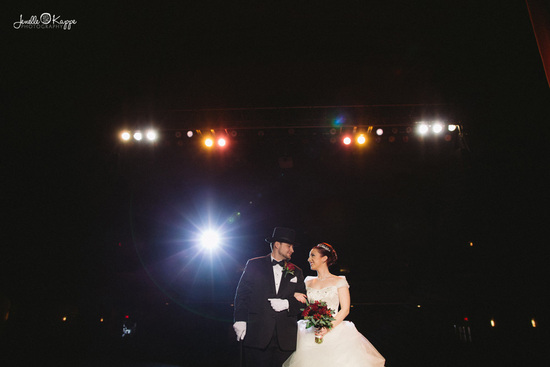 theater-circus-wedding-chicago-il-suburbs-photographer-creative-artistic-blog