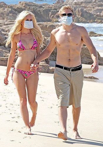 Heidi Montag and Spencer Pratt honeymoon in Mexico, while protecting against Swine flu