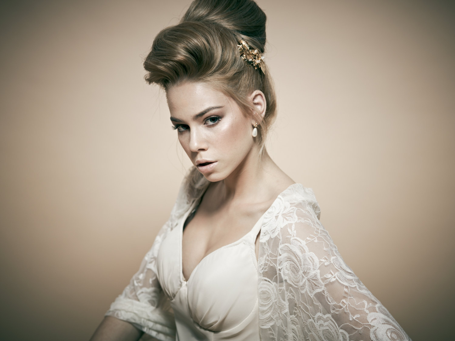 High bun updo wedding - Chignon original ...
