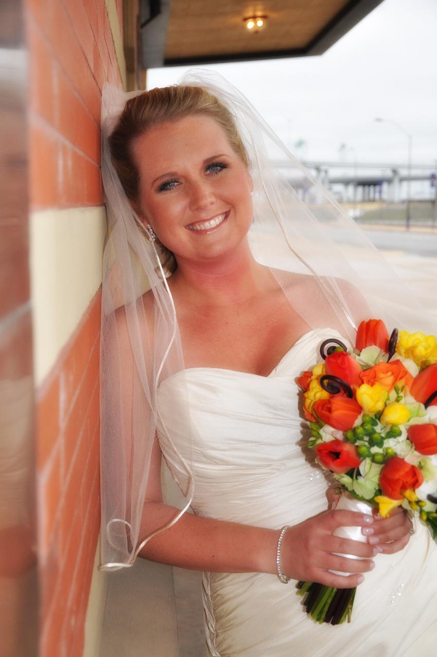 Bride_wedding_dress_veil_bouquet_orange_red_yellow.full