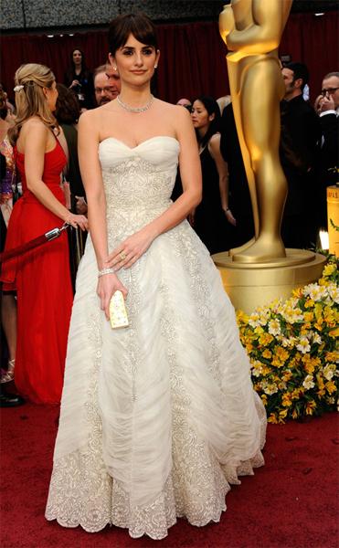 Penelopecruz_oscars-2009-vintage-inspired-wedding-dress-balmain.full