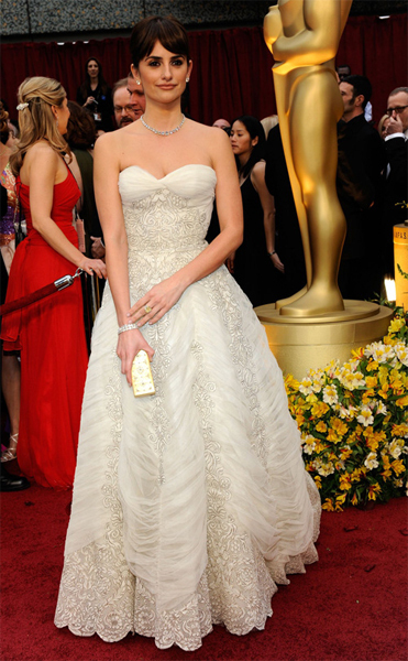 Penelope Cruz in a vintage gown by Balmain at the 2009 Oscars