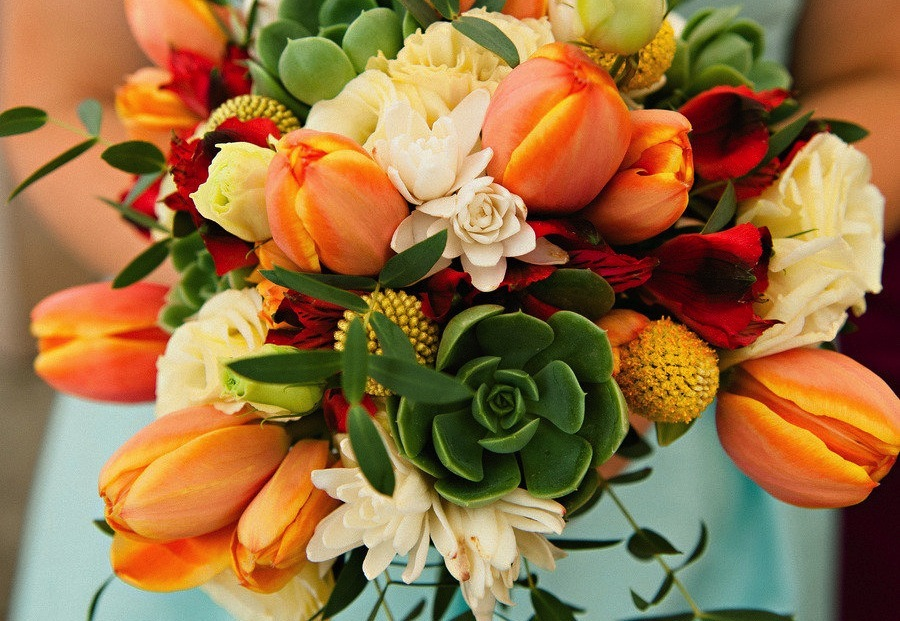 Unique-wedding-bouquet-for-destination-i-dos.full