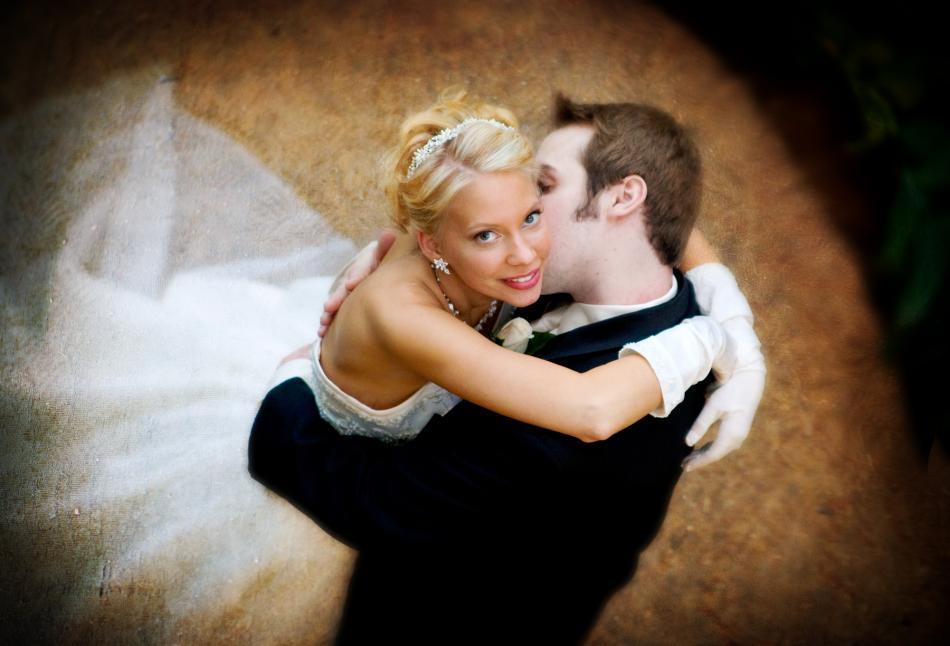 Wedding_ideas_featured_wedding_bride_groom_hairband_earrings_shells.full