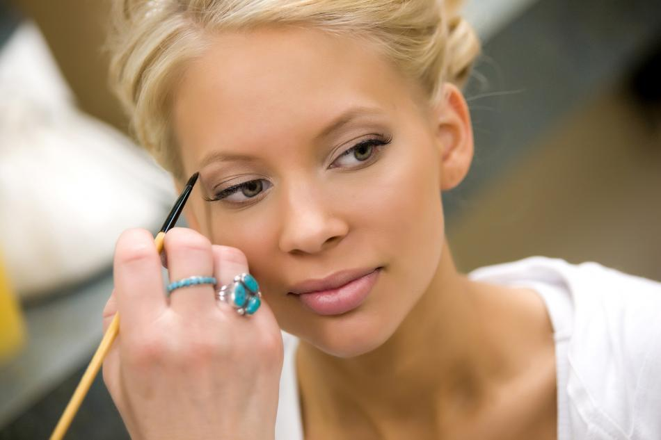 Wedding_ideas_featured_wedding_bridal_makeup.original