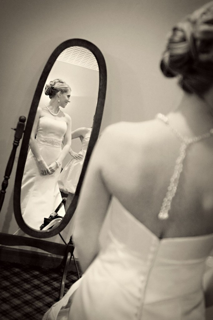 Featured_wedding_ideas_bride_gown_necklace.full