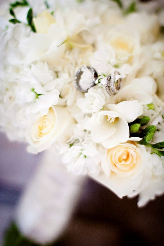 Wedding bands and bridal bouquet