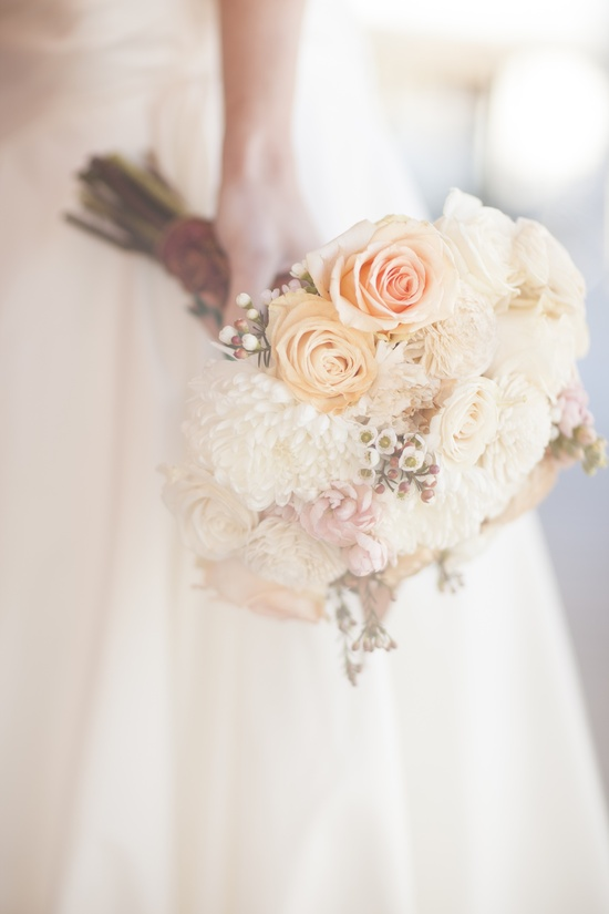 Pale peach and ivory wedding bouquet for romantic brides
