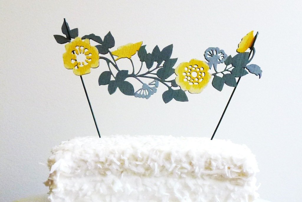 Flower-garland-wedding-cake-topper.full
