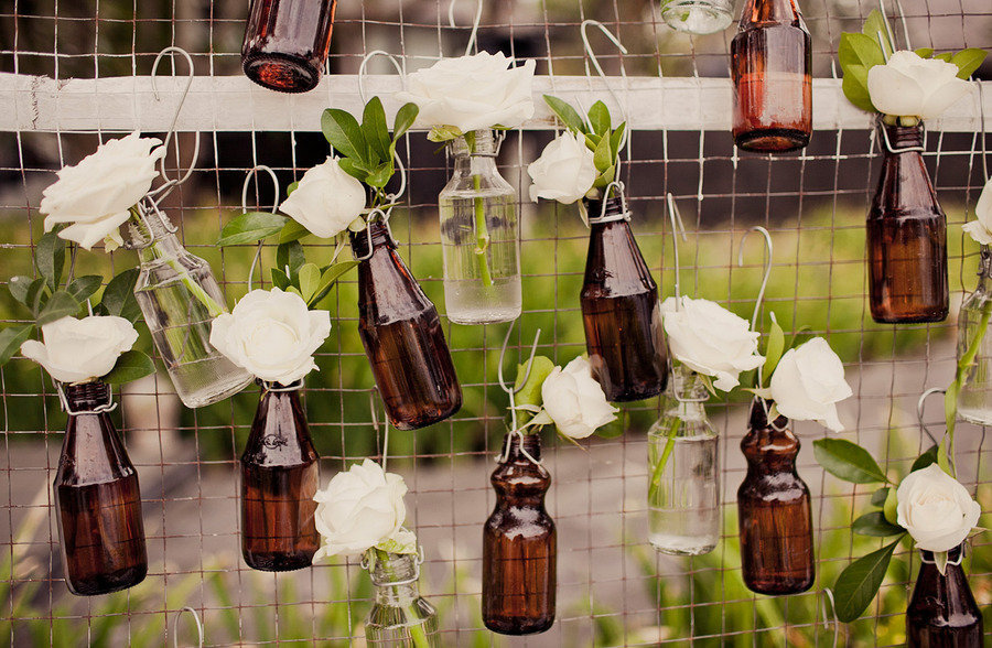 Wedding-decorating-with-bottles.full