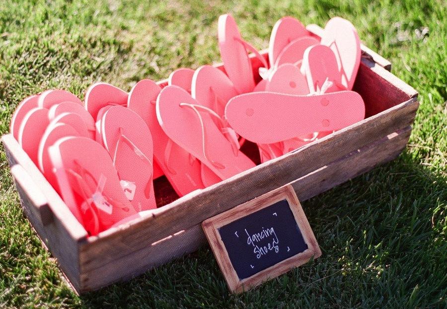 Flip-flops-for-wedding-guests.full