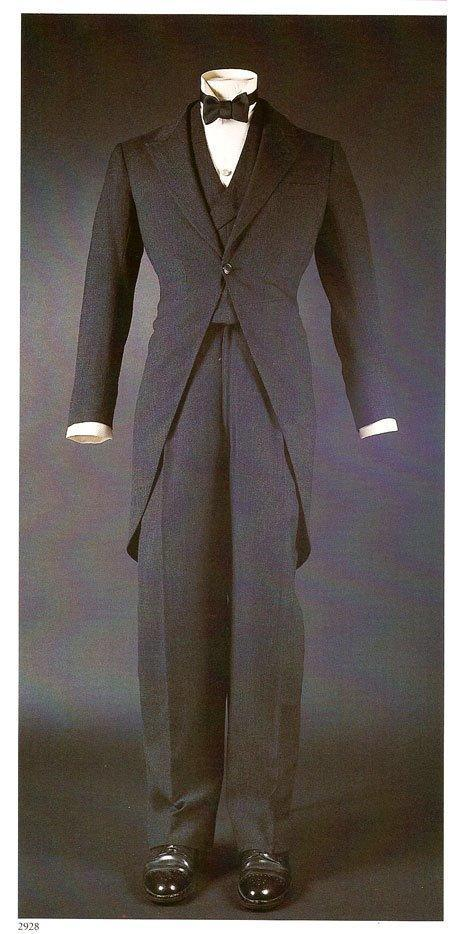 Dark-grey-worsted-3-piece-morning-suit-for-groom.full